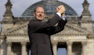 Martin Sonneborn vor dem Reichstag in Berlin (Foto)