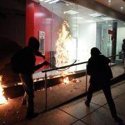 Massenprotest gegen Mexikos Regierung nach Studenten-Massaker (Foto)