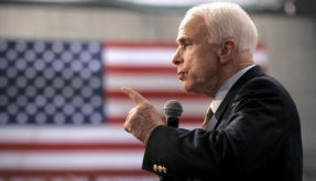 McCain unterbricht Wahlkampf wegen Finanzkrise (Foto)