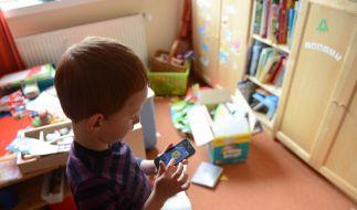 Medienpädagogen warnen: Kinder unter neun Jahren sind mit Smartphones völlig überfordert. (Foto)