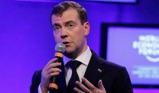 Medwedew eröffnet Wirtschaftsforum in Davos (Foto)