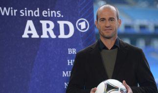 Mehmet Scholl streicht bei der ARD als TV-Experte eine Millionen-Gage ein. (Foto)