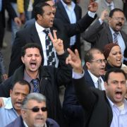 Demonstranten protestieren lautstark in der Innenstadt von Kairo.