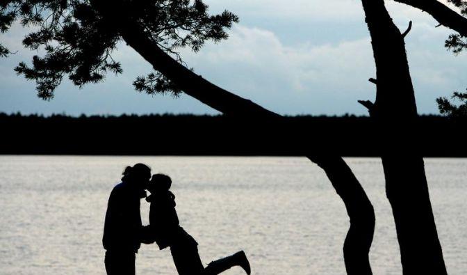 Mehr als nur Affäre: Paar muss Gemeinsamkeiten ausloten (Foto)