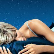 Mehr als ein Mythos: Wer ausreichend schläft, tut auch seiner Haut etwas Gutes.
