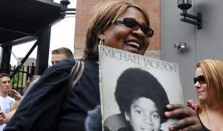 Mehrere tausend Menschen sind zur Trauerfeier in Michael Jacksons Geburtsstadt Gary gekommen. (Foto)