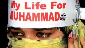 «Mein Leben für Mohammed», verkündet das Stirnband einer Demonstrantin im pakistanischen Lahore. (Foto)