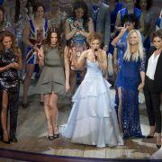 Mel B, Mel C, Geri Halliwell, Emma Bunton und Victoria Beckham bei der Weltpremiere des Spice-Girls-Musical in London.