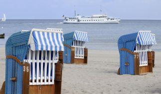 Menschenleere Strände an beliebten Urlaubszielen - wer es in den Ferien ruhiger mag, reist in der Nebensaison und kann dabei richtig Geld sparen. (Foto)