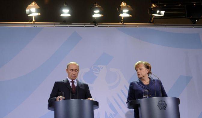 Merkel empfängt russischen Ministerpraesidenten Putin (Foto)