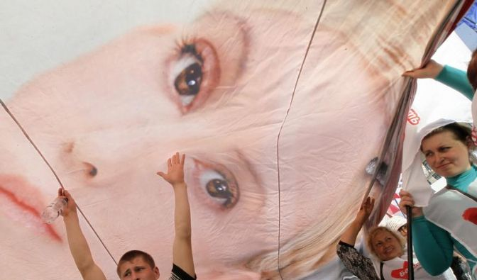 Merkel lässt EM-Boykott offen (Foto)