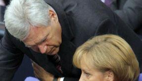 Merkel schwört auf schwere Zeiten ein (Foto)