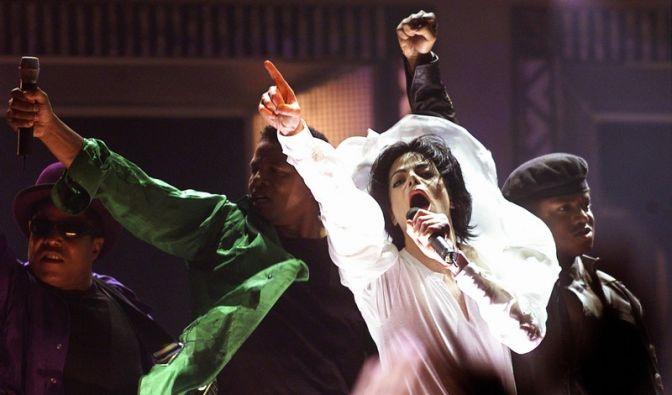 Michael Jacksons Hautarzt bestreitet die Verschreibung des Narkosemittels Propofol.  (Foto)
