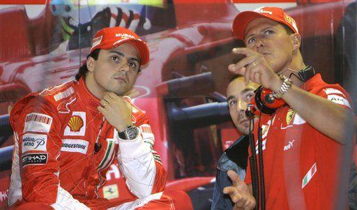 Michael Schumacher und sein Freund Felipe Massa grübeln über Ferrari. (Foto)