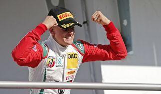 Mick Schumacher will in die Fußstapfen seines Vaters treten. (Foto)