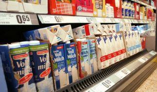 Milch - Kühlregal Supermarkt (Foto)