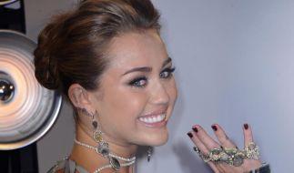 Miley Cyrus widerspricht Verlobungsgerüchten (Foto)