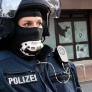 """Mit 400 Einsatzkräften durchsuchten Polizisten die Moschee des """"Deutschsprachigen Islamkreises Hildesheim"""". (Foto)"""