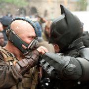 Mit einem Fusionsreaktor als Bombe droht Bane, Gotham in Schutt und Asche zu legen. Einhalt kann ihm nur einer bieten: der dunkle Ritter Batman.