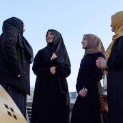 """Mit dem Glauben wechselte die zwanzigjährige Katja auch den Freundeskreis. Vor zwei Jahren wurde sie Muslima, musste gegen viele Vorurteile ankämpfen. Szene aus der Vox-Dokumentation """"Die verlorenen Töchter - Geködert vom IS"""". (Foto)"""
