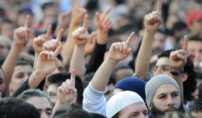 Mit groß angelegten Razzien sind Polizei und Justiz gegen radikale Salafisten in Deutschland vorgegangen. (Foto)