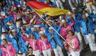 Mit Natascha Keller an der Spitze lief das deutsche Team ins Olympiastadion ein. Foto: dpa/Michael Kappeler