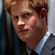 Mit Prinz Harry hat wieder einmal ein Mitglied der britischen Royals kräftig daneben gelangt.