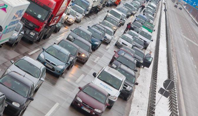 Auf diesen Autobahnen sorgt die Herbstreisewelle für Stau-Chaos! (Foto)