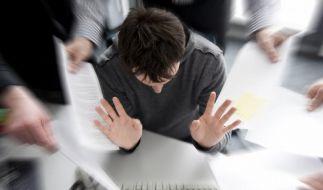 Mit dem Stress im Job steigt das Burnout-Risiko, deshalb brauchen Mitarbeiter freie Wochenenden zum Reservenauftanken. (Foto)