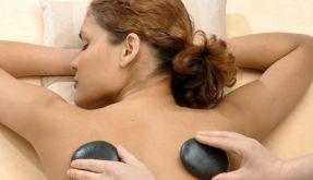 Mit warmen Steinen entspannen: Die Hot-Stone-Massage (Foto)