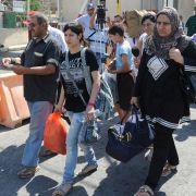 Mit wenigen Habseligkeiten flüchten Syrer in den Libanon.
