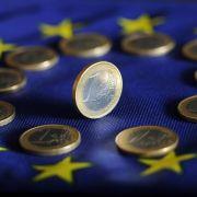Mitgehangen, mitgefangen: Deutschlands Haushalt büßt für die Krise in Griechenland 2,7 Milliarden Euro ein.