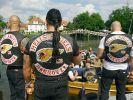 Mitglieder der Hells Angels bei einer Bootsfahrt. Ihr Charter ist jetzt aufgelöst. (Foto)