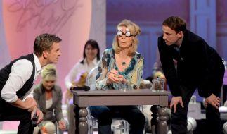 Moderator Markus Lanz (l.) und Schauspieler Wotan Wilke Möhring beobachteten wie Hundefriseurin Monika Thaler Hundehaare nur durch Tasten erkannte. (Foto)