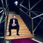 Moderator Steven Gätjen führt die Zuschauer durch den Abend. (Foto)