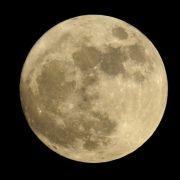 Auf der Erde wird es zu eng? Weihnachten gleich mal ein Grundstück auf dem Mond für den zukünftigen Umzug sichern.