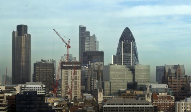 Moody's stuft 100 Banken herab (Foto)