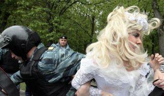 Moskaus Polizei nimmt Schwule vor Grand Prix fest (Foto)