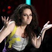 MTV Movie Awards 2012: Twilight-Star Kristen Stewart küsst sich selbst.