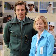Reine Fiktion: Die Essener Polizistin Anne Gerbers (Bernadette Heerwagen)bandelt mit dem Münchner Hubschrauberpiloten Maximilian Bruckner (Felix Klare) an.
