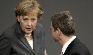 Muskelspiel zwischen Westerwelle und Merkel.  (Foto)