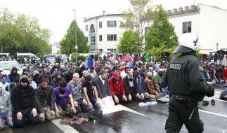 Muslime protestieren gegen Rechts (Foto)