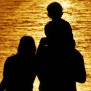 Mutter, Vater, Kind entspannt vereint: Das ist in vielen Familien selten.