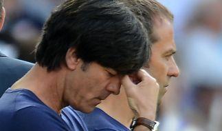 Nach der 3:5-Niederlage gegen die Schweiz steht Nationaltrainer Jogi Löw die Enttäuschung ins Gesich (Foto)