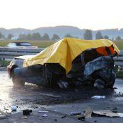 Horror-Crash: Zwei Menschen im Auto verbrannt (Foto)