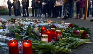 Nach dem Doppelmord von Herne veranstalteten die Kirchengemeinden der Stadt einen ökumenischen Trauergottesdienst für die beiden Opfer. Angehörige, Freunde, Nachbarn, Mitschüler waren bei der Gedenkveranstaltung. (Foto)