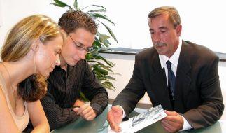Nach einem Gespräch zu Geldanlagen muss ein Beratungsprotokoll ausgehändigt werden - das ist seit 2012 Pflicht. (Foto)