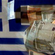 Nach monatelanger Hängepartie erhält Griechenland dringend benötigte Notkredite von den internationalen Geldgebern.