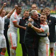 Nach dem schnellsten Meistertitel sind Spieler und Trainerfuchs Jupp Heynckes geil auf den ganz großen Pokal in London.