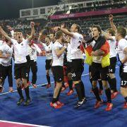 Nach ihrem Olympiasieg waren die Hockey-Herren in Feierlaune.